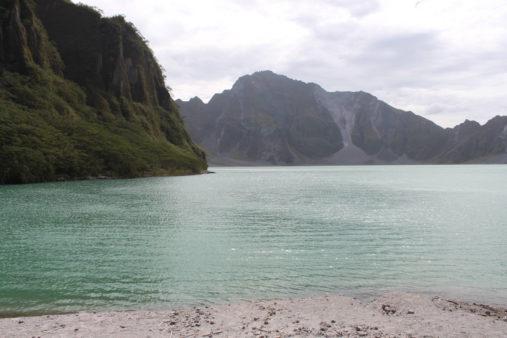Pinatubo vulkano krateris