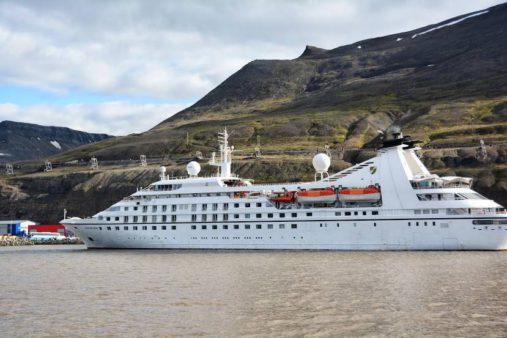 Kruzinis laivas Špicbergene